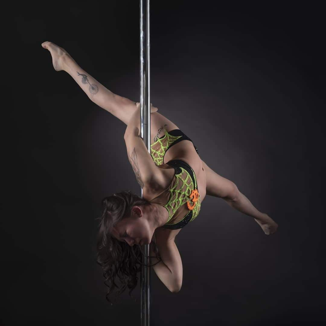 Cindy Pole Dance photo